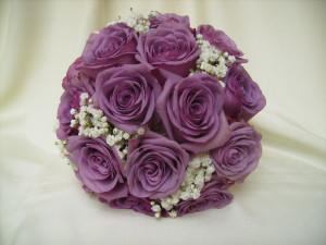 Különleges lila rózsacsokor